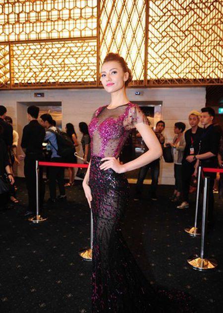 Hong Que va nhung bo trang phuc khong the sexy hon - Anh 8