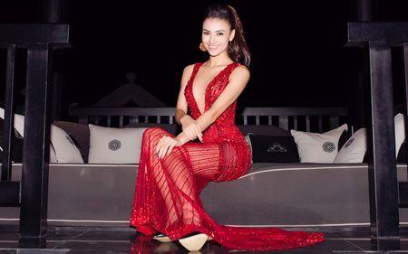 Hong Que va nhung bo trang phuc khong the sexy hon - Anh 9