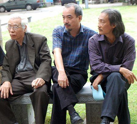 Hoa si Nguyen Xuan Tiep 'Doc thoai' cung giay do - Anh 1