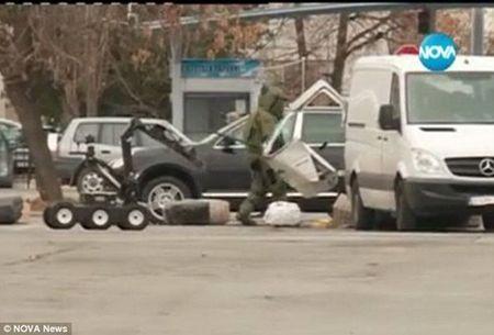 Bulgaria: San bay Sofia dong cua vi nghi ngo co bom - Anh 1