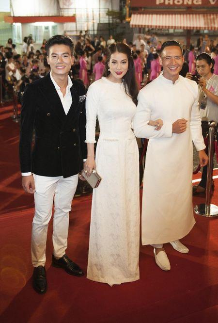 Truong Ngoc Anh–Kim Ly gay an tuong voi ao dai trang tai LHP Viet Nam - Anh 2
