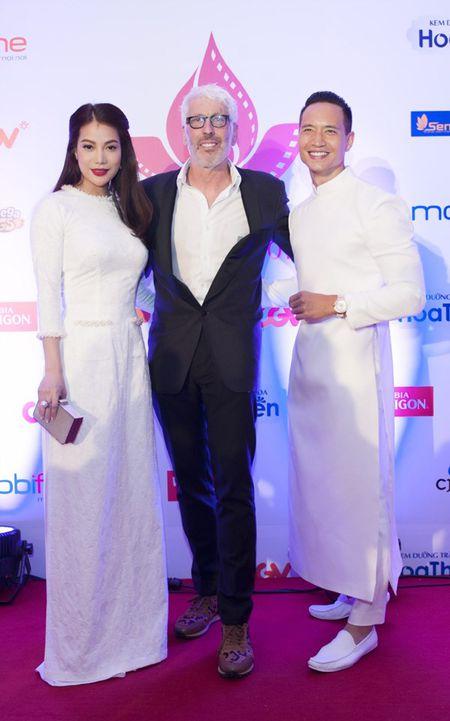 Truong Ngoc Anh–Kim Ly gay an tuong voi ao dai trang tai LHP Viet Nam - Anh 6