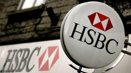 """HSBC """"dong bang"""" tuyen dung va khong tang luong tren toan cau - Anh 1"""