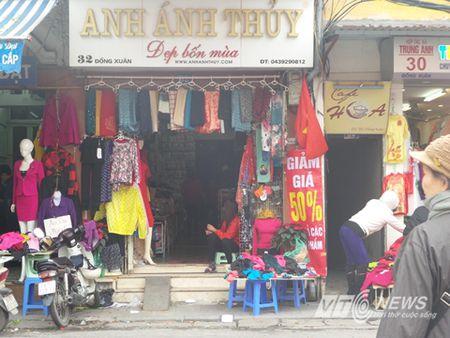 Cua hang trung bang-ron 'hoan canh' hut khach cuoi nam - Anh 5