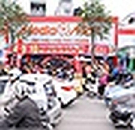Cua hang trung bang-ron 'hoan canh' hut khach cuoi nam - Anh 6