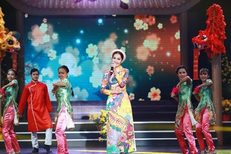 Pham Huong hoi hop vi lan dau lam MC chuong trinh Tet - Anh 4