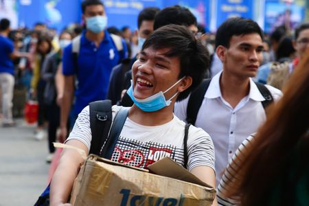 Hon 5.700 sinh vien, nguoi lao dong ron ra ve que don Tet - Anh 4