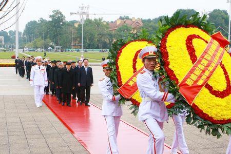 Lanh dao Dang, Nha nuoc vao Lang vieng Chu tich Ho Chi Minh - Anh 1