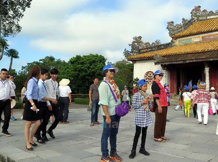 Mien ve tham quan di tich Co do Hue trong 3 ngay Tet Nguyen dan - Anh 2