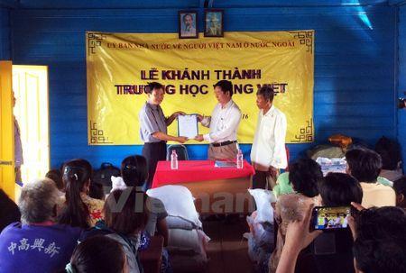 Truong hoc tren Bien Ho cho con em Viet kieu tai Campuchia - Anh 1