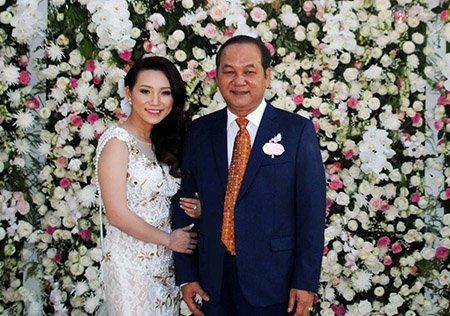 Phat dai gia Ca Mau choi phao:Rac roi phao hoa, phao bong - Anh 1