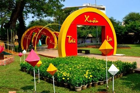 Trom hoa o Ho Guom: Da Nang, Vung Tau khuyen Ha Noi - Anh 2