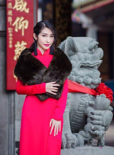 Nhan sac khac la cua Khong Tu Quynh sau 1 nam tai xuat - Anh 1
