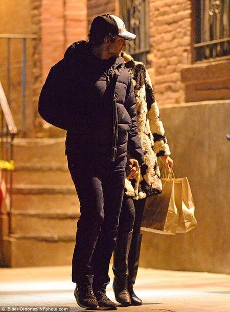 Irina Shayk va bo trieu phu van gan bo khang khit - Anh 1