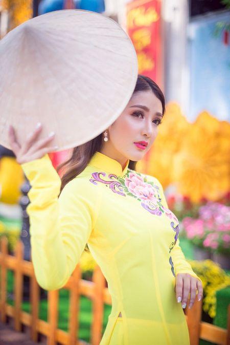 Hot girl Linh Napie khoe sac xuan tren pho Sai Gon - Anh 10