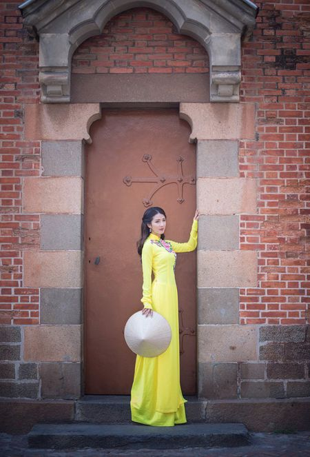 Hot girl Linh Napie khoe sac xuan tren pho Sai Gon - Anh 12