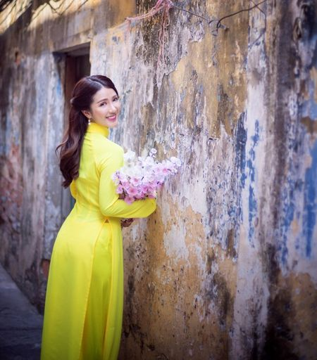 Hot girl Linh Napie khoe sac xuan tren pho Sai Gon - Anh 13