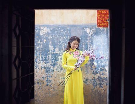 Hot girl Linh Napie khoe sac xuan tren pho Sai Gon - Anh 14