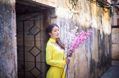 Hot girl Linh Napie khoe sac xuan tren pho Sai Gon - Anh 15