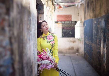 Hot girl Linh Napie khoe sac xuan tren pho Sai Gon - Anh 16