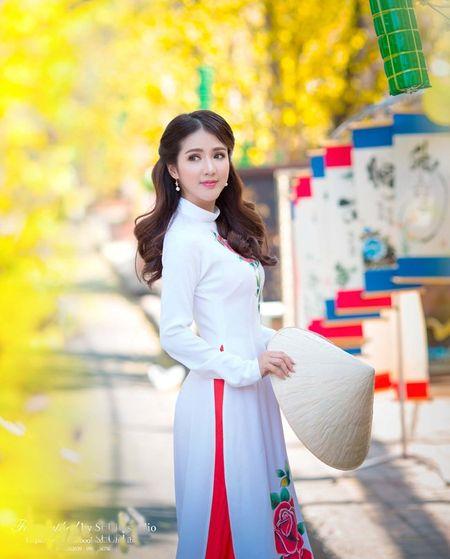 Hot girl Linh Napie khoe sac xuan tren pho Sai Gon - Anh 5