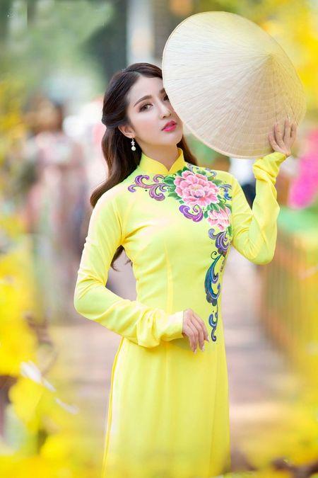 Hot girl Linh Napie khoe sac xuan tren pho Sai Gon - Anh 6