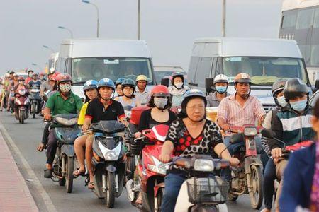 "San bay Tan Son Nhat van dang ""gong minh"" don Viet Kieu - Anh 9"