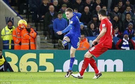Jurgen Klopp 'nga mu' truoc Jamie Vardy va Leicester City - Anh 1
