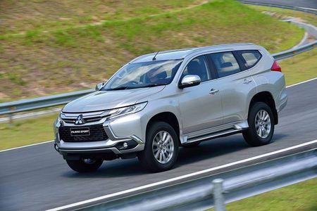 "Mitsubishi ra mat Pajero Sport 2017 ""dau"" Toyota Fortuner - Anh 4"