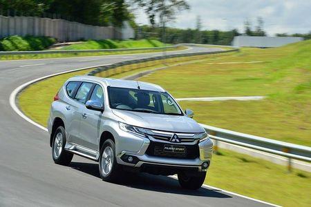 "Mitsubishi ra mat Pajero Sport 2017 ""dau"" Toyota Fortuner - Anh 5"