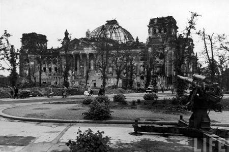 Am anh dien mao thu do Berlin sau CTTG 2 - Anh 1