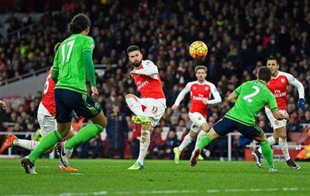 Hang cong cua Arsenal dang bi am? - Anh 1