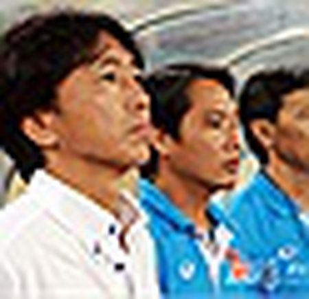 Miura bat ngo hoan bay ve Nhat, cho xac dinh tuong lai o V-League - Anh 2