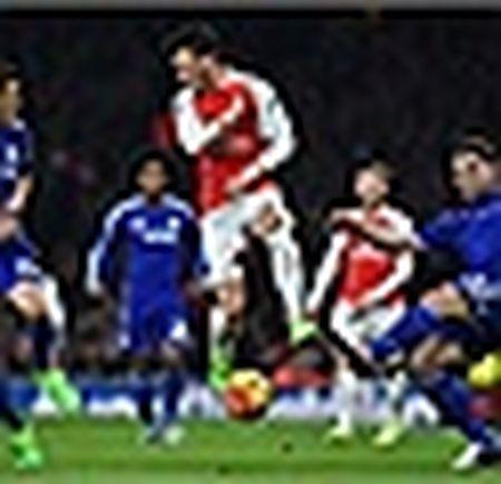 Arsenal hut hoi, vang ra khoi top 3 - Anh 4