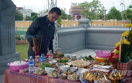 Nguoi dan xep hang vieng mo ong Nguyen Ba Thanh tu mo sang - Anh 5