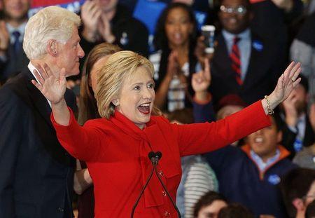 Ung vien dang Dan chu Hillary Clinton chien thang tai bang Iowa - Anh 1