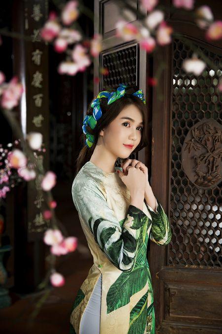 Ngoc Trinh bo do hieu dien ao dai diu dang don xuan - Anh 3