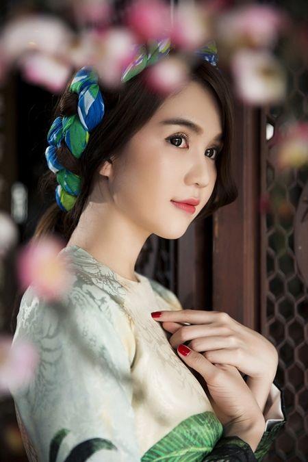 Ngoc Trinh bo do hieu dien ao dai diu dang don xuan - Anh 4
