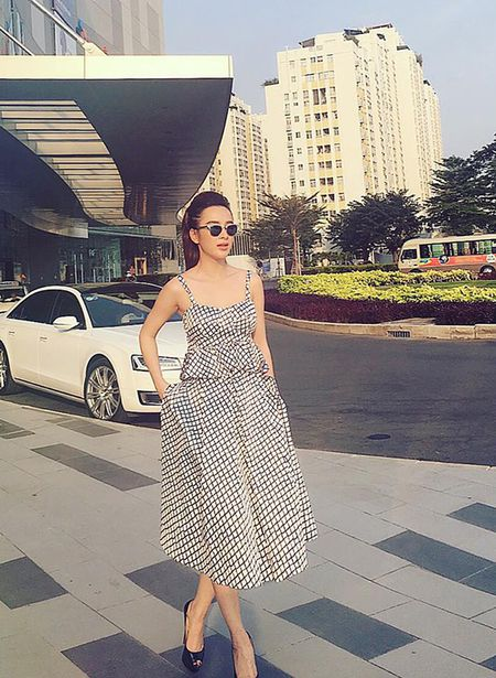 Sao style 3/2: Toc Tien khoe vong 1 sieu bao, Phuong Trinh giau dang voi do rong - Anh 2