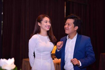 Truong Giang tang suat hoc bong toan phan cho Nha Phuong vi 'dep' - Anh 1