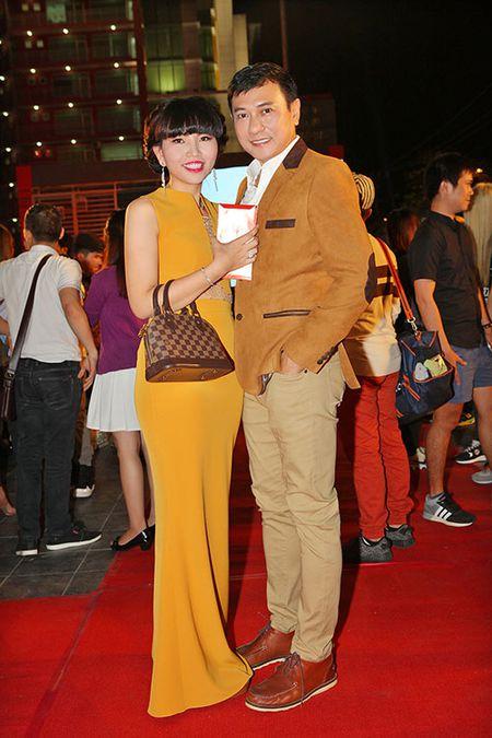 DV Hoang Phuc tinh tu ben vo moi cuoi trong su kien - Anh 1