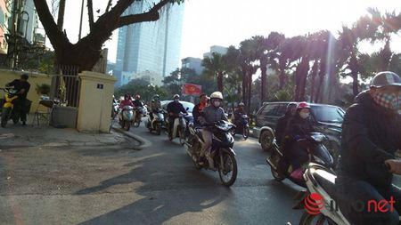 Tro treu: Co the bi phat oan khi di bo tren con duong dep nhat Viet Nam - Anh 4