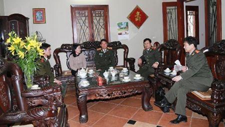 Thu truong Tran Viet Tan tham, chuc Tet gia dinh cac dong chi co lanh dao Bo Cong an - Anh 2