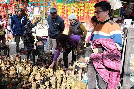 Den cho do co Hang Luoc xem 'khi dong' gia bac trieu - Anh 2