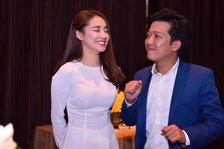 Nha Phuong dien ao dai e ap ben Truong Giang - Anh 5