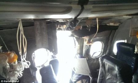 May bay cho hang tram khach no thung than giua troi - Anh 2