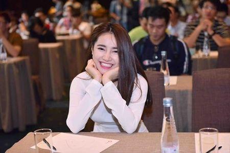 Nha Phuong mac ao dai trang nhan hoc bong tu Truong Giang - Anh 2