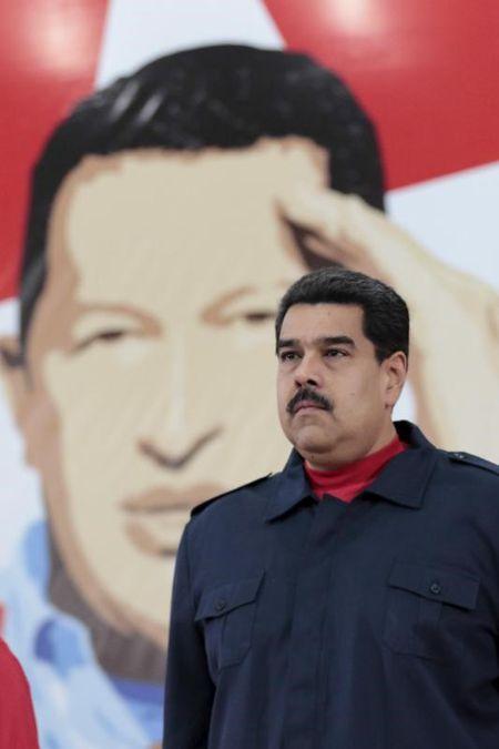 'Nhom loi ich' Venezuela chiem 300 ti USD tien ban xang dau? - Anh 2