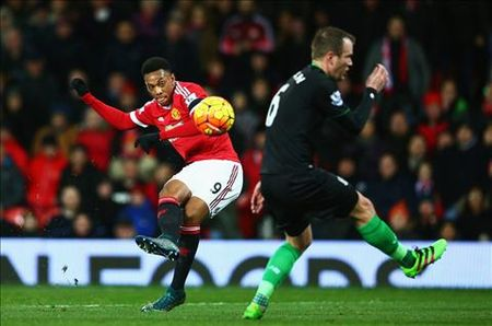 "Anthony Martial: ""Toi hoc hoi duoc rat nhieu tu Rooney"" - Anh 1"