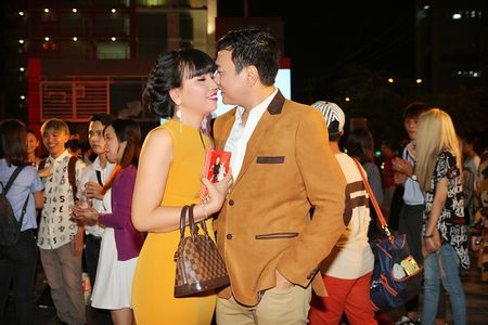 'Ong trum phan dien' Hoang Phuc xuat hien cung vo tre - Anh 1